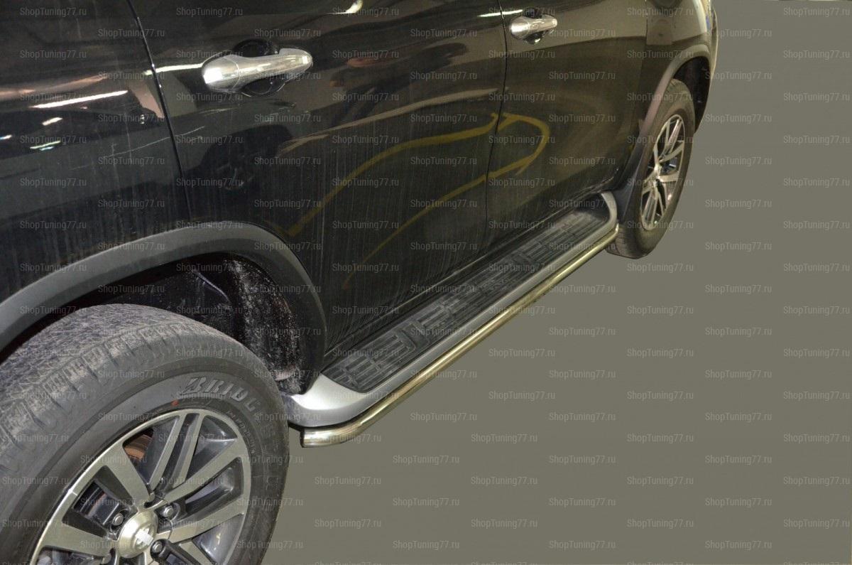 Защита штатного порога труба 42мм. Toyota Fortuner 2017-