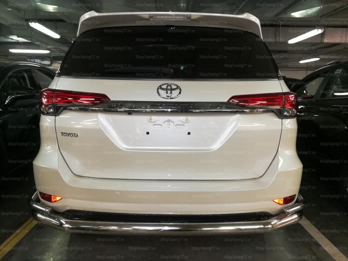 Защита заднего бампера двойная с загибами 76/42 мм.  Toyota Fortuner 2017-