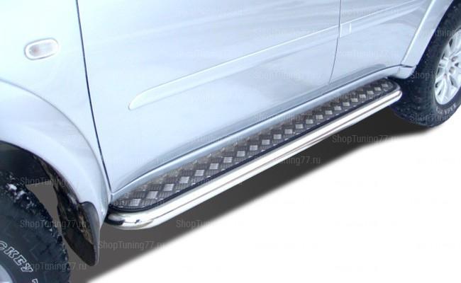 Пороги с накладным листом  Mitsubishi Pajero Sport